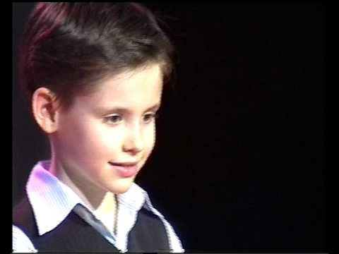"7yr old singer-""Smile"" by Charlie Chaplin"